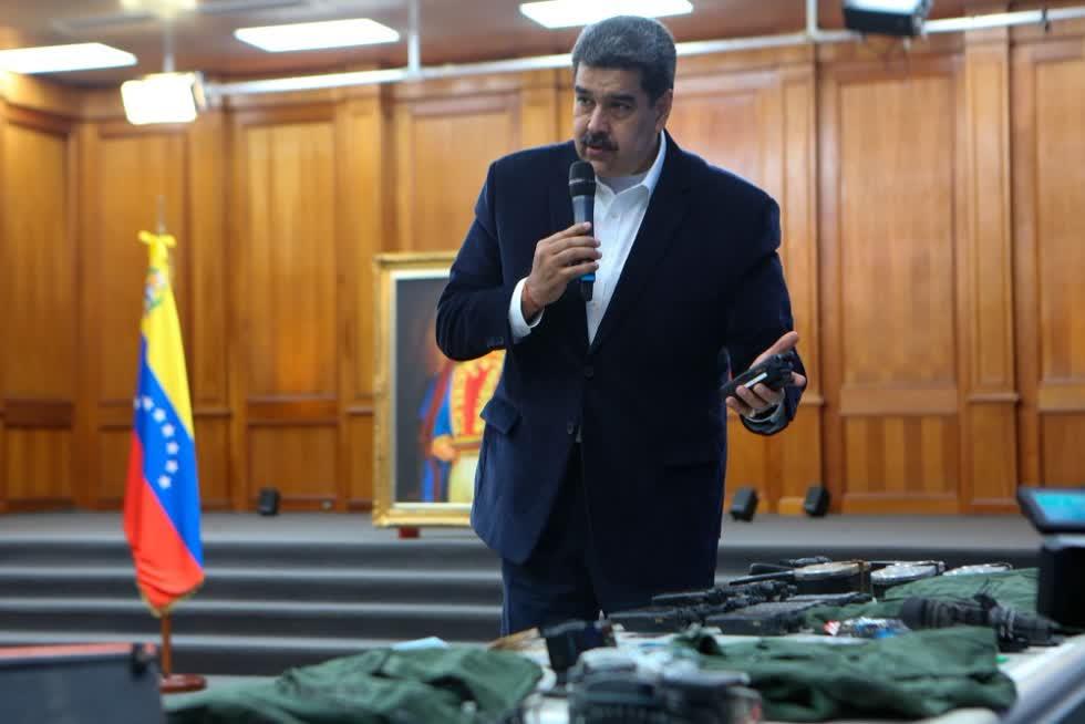 Bức ảnh này do văn phòng báo chí tổng thống của Venezuela công bố cho thấy Tổng thống Nicolás Maduro đang nói về các thiết bị quân sự mà ông nói đã bị tịch thu trong một vụ đột nhập vào Venezuela ngày 4/5/2020.Ảnh: AP
