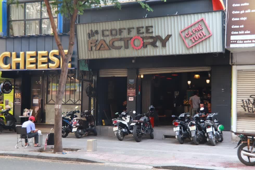 Trên đường Nguyễn Du, quán cafe khá nổi tiếng cũng mở cửa trở lại.Ảnh: Tri Thức
