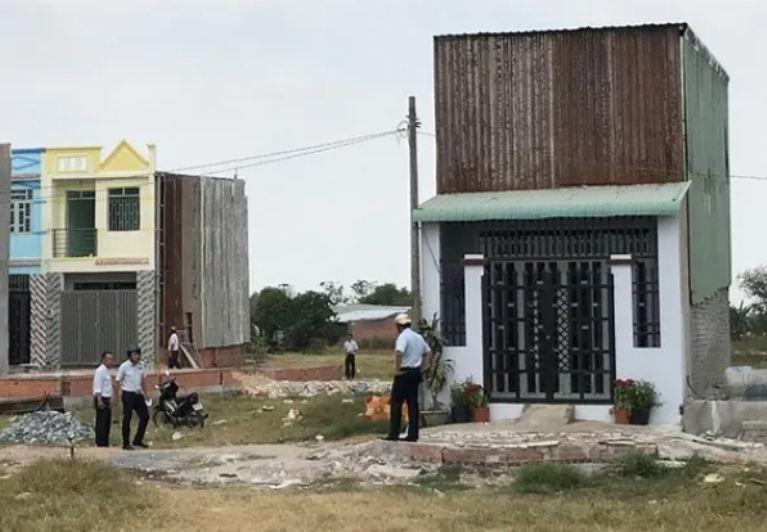 Một số ngôi nhà xây dựng trái phép bị phát hiện tại huyện Bình Chánh ẢNH: SGGP.