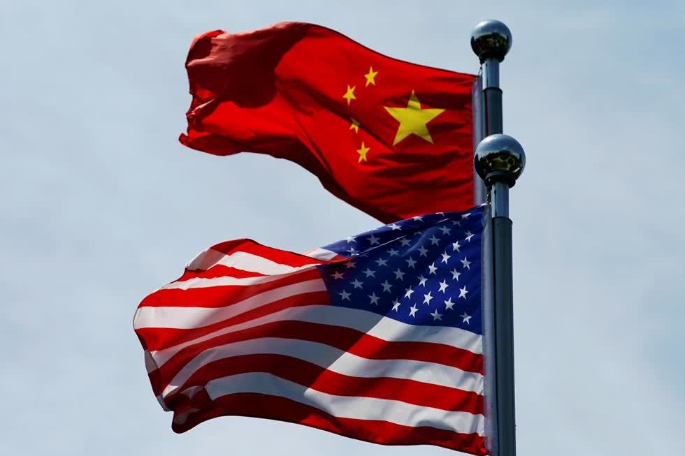 Cờ Trung Quốc và Hoa Kỳ trước khi phái đoàn thương mại Hoa Kỳ gặp gỡ các đối tác Trung Quốc để đàm phán tại Thượng Hải, Trung Quốc ngày 30 /7/2019. Ảnh: Reuters.