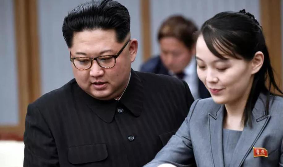 Ông Kim Jong-un với em gái trong cuộc gặp với Tổng thống Hàn Quốc Moon Jae In tại khu phi quân sự năm 2018. Ảnh:Reuters.