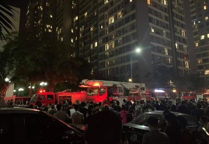 Ngọn lửa đã được kiểm soát khi xe cứu hỏa được điều động đến.