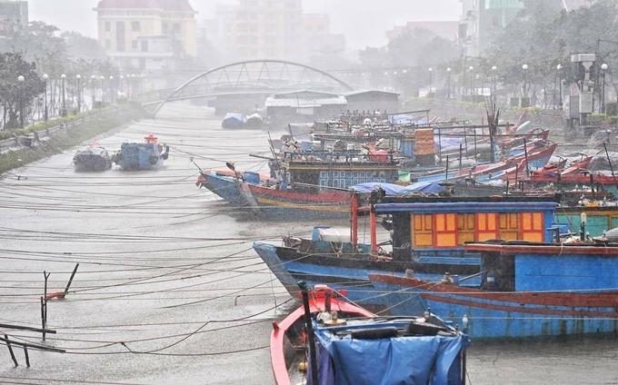 Tàu thuyền neo đậu tránh bão ở Đồng Hới. Ảnh:Giang Huy