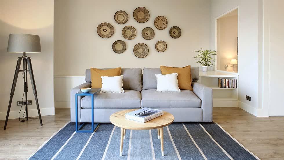 Bộ bàn ghếSofa trong phòng khách có thể làm thành chiếc giường khi cần một cách dễ dàng.