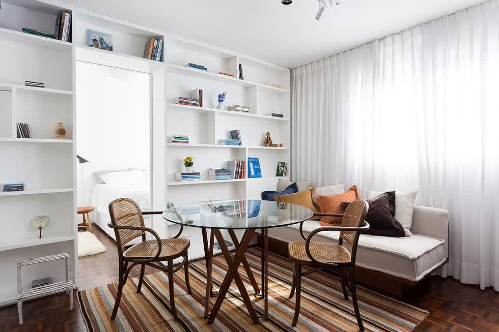 Cùng một khu vực có thể được sử dụng làm khu vực ăn uống và phòng khách bất cứ khi nào cần thiết.