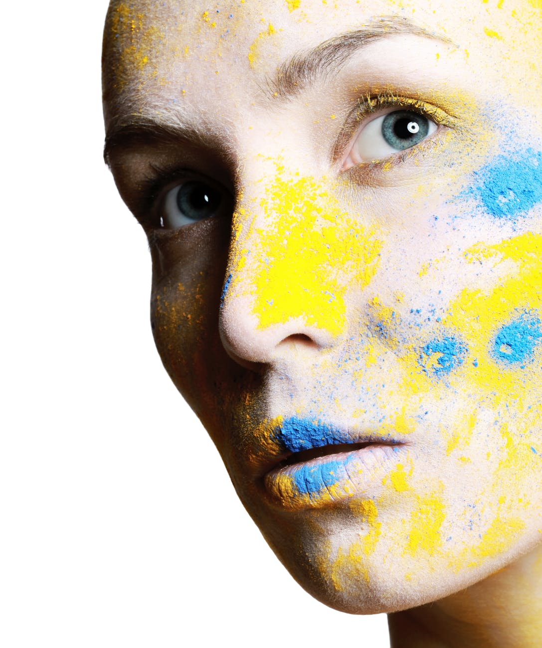 Sử dụng phấn má cho da khô sẽ khiến làn da dễ lộ khuyết điểm hơn. Ảnh: Pexels.