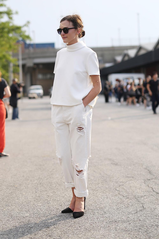 quần trắng jeans boyfriend mùa hè áo thun ngắn tay
