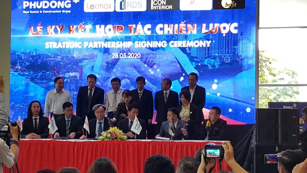 Phú Đông Group ký kết chiến lược đầu tư cùng các đối tác - Ảnh: Cẩm Viên.