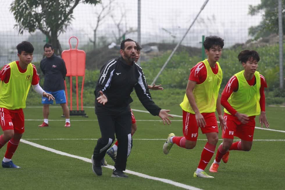 Học viên PVF được ăn tập tại cơ sở hiện đại cùng đội ngũ chuyêngia, huấn luyện viên giàu kinh nghiệm.