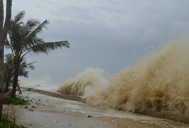 Áp thấp nhiệt đới vào Biển Đông, có thể mạnh lên thành bão, ảnh hưởng từ Phú Yên đến Ninh Thuận