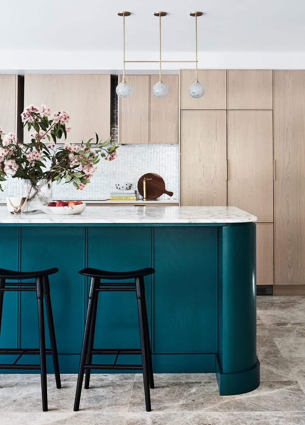 Ý tưởng cho căn bếp mang màu sắc và gam màu trung tính trắng và xám.