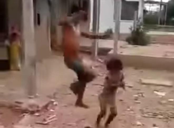 Hình ảnh Danh Đa đánh đập con gái cắt từ clip.