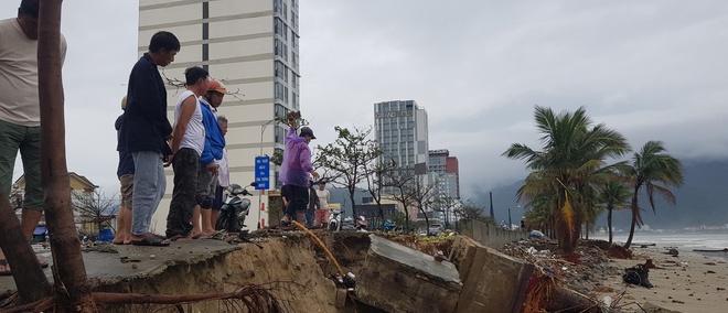 Kè biển nhiều khu vực tại Đà Nẵng bị sạt lở nghiêm trọng. Ảnh:Đoàn Nguyên