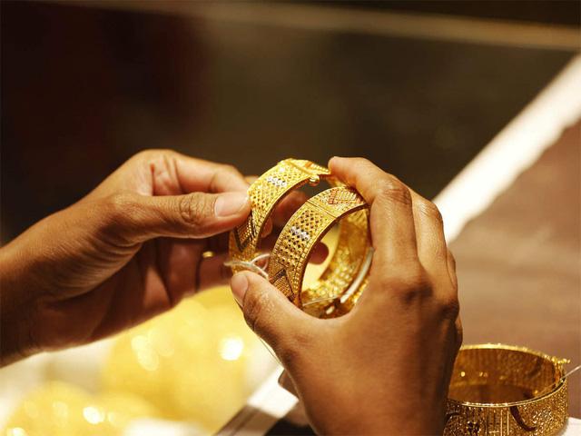 Giá vàng giảm mạnh trước áp lực chốt lời