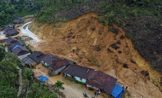 Cảnh sạt lở ở huyện miền núi Trà Bồng, tỉnh Quảng Ngãi. Ảnh:Minh Hoàng