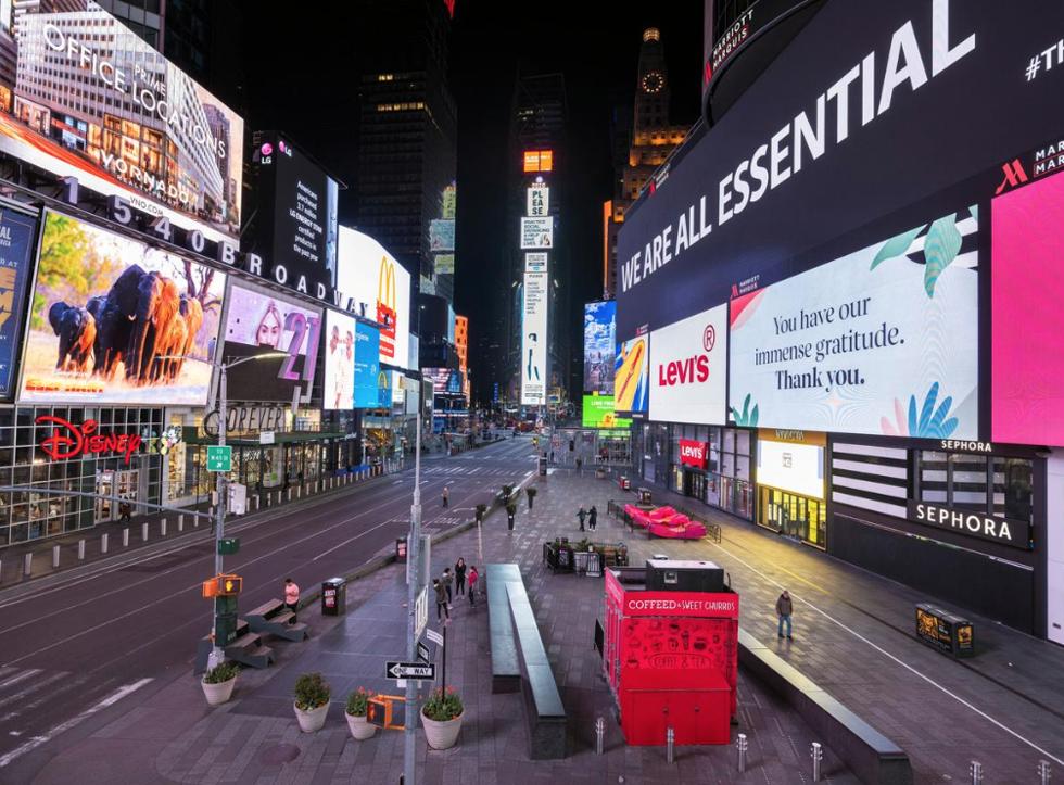 Quảng trường Thời đại vẫn khá yên tĩnh do sự bùng phát liên tục của COVID-19 tại quận Manhattan của New York Hoa Kỳ. Ảnh: REUTERS