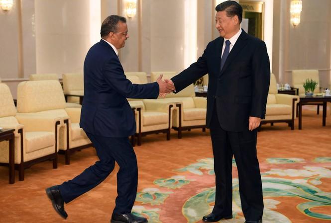 Tổng giám đốc WHO Tedros Adhanom Ghebreyesus gặp Chủ tịch Trung Quốc Tập Cận Bình trong chuyến thăm hồi cuối tháng 2. Ảnh: Reuters