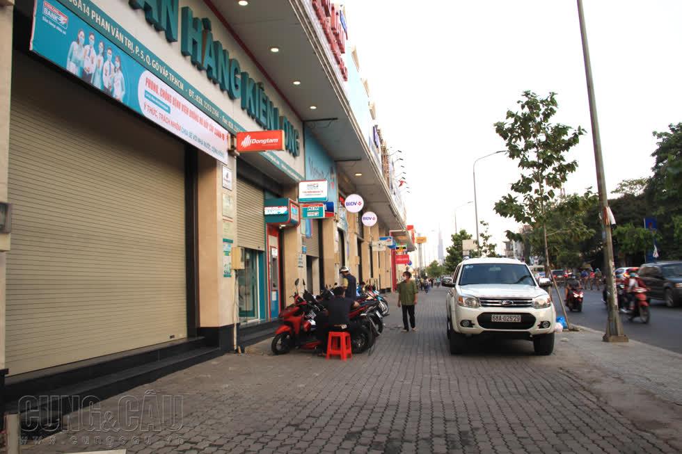 Mặt bằng đóng cửa im lìm trên đường Phan Văn Trị.