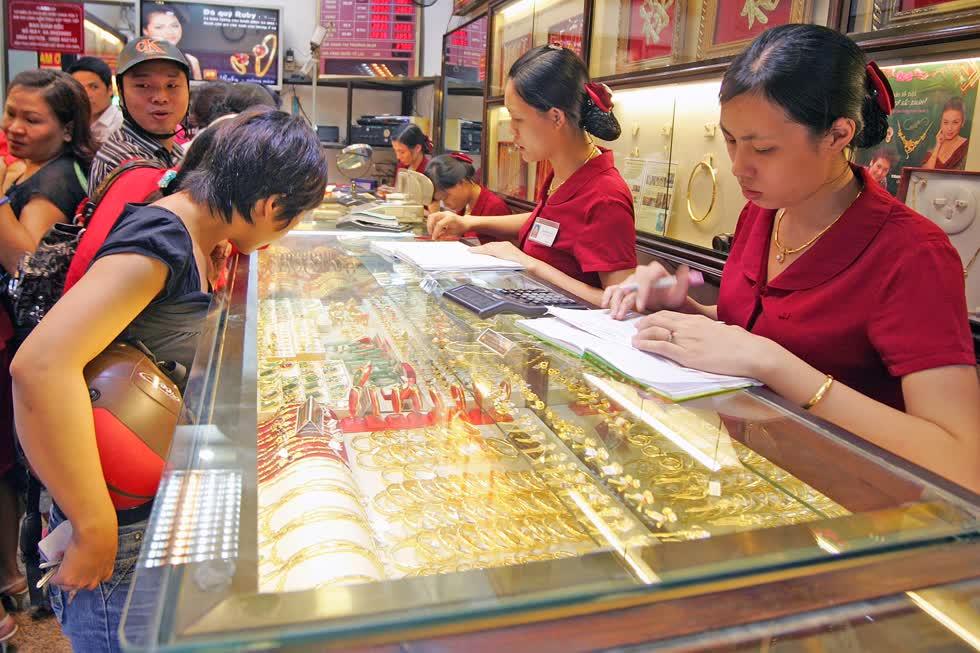 Giá vàng bất ngờ quay đầu giảm, mất mốc 49 triệu đồng/lượng