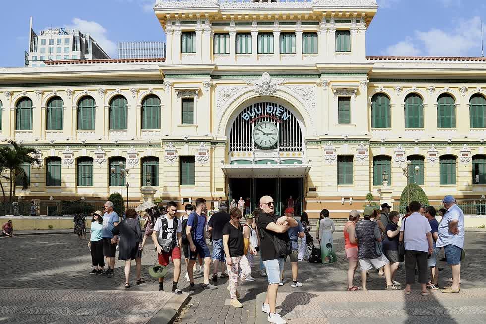 Du lịch Việt Nam đang tìm cách kết nối lại với du khách quốc tế, trước mắt là những thị trường kiểm soát dịch bệnh tốt. Ảnh: VnExpress