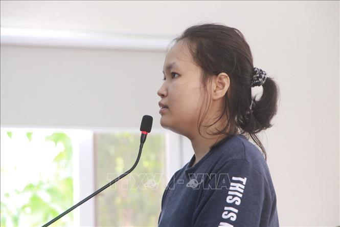 Bị cáo Phạm Thị Thiên Hà tại phiên tòa sáng nay (25/6).