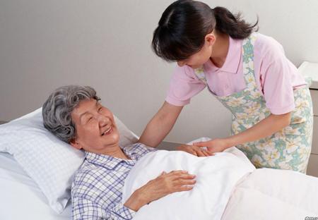 Cách chăm sóc tốt nhất cho bệnh nhân bạch hầu là nghỉ ngơi. Ảnh minh họa