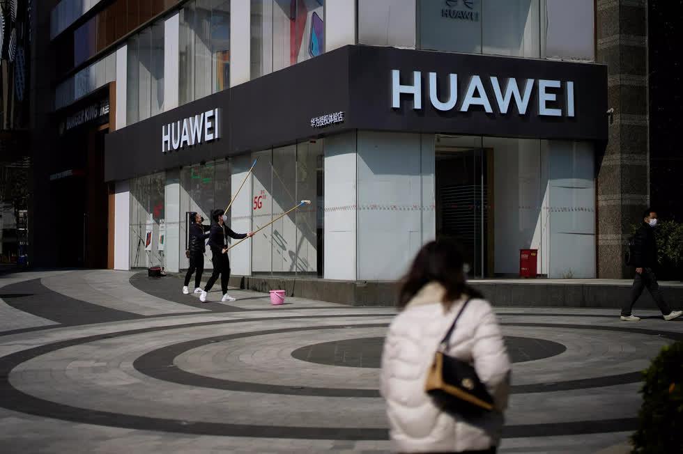 Một cửa hàng của Huawei tại TP Thượng Hải - Trung Quốc Ảnh: Reuters