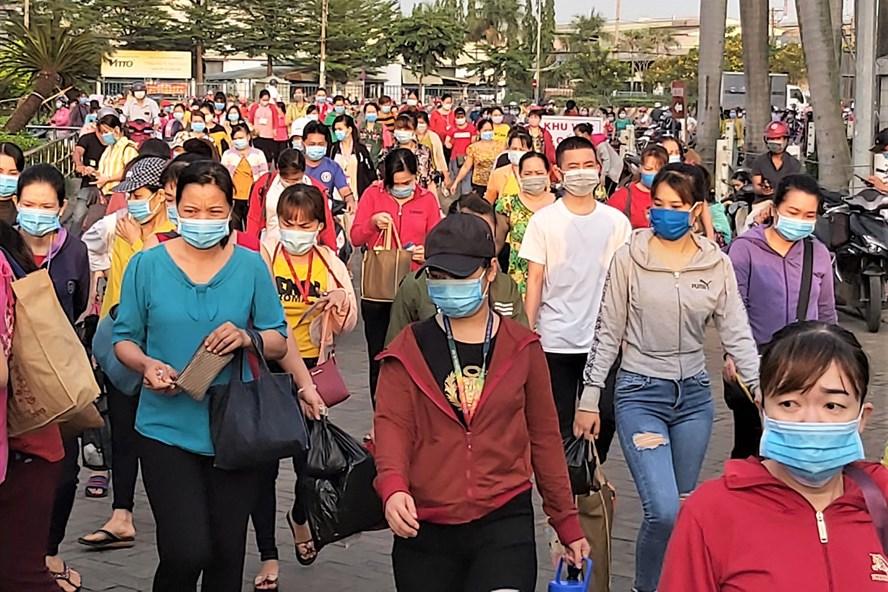 Ngày 20/6/2020, Công ty TNHH PouYuen chấm dứt HĐLĐ với 2.786 công nhân. Ảnh: Lao Động.