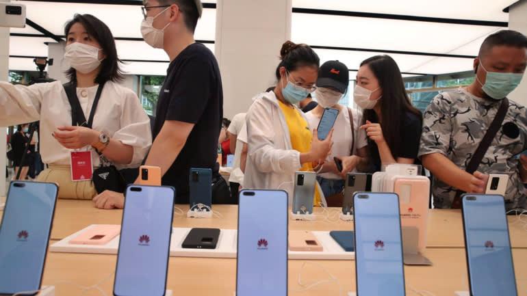 Cửa hàng của Huawei ở Thượng Hải trưng bày tất cả sản phẩm của thương hiệu này. Ảnh: ANR