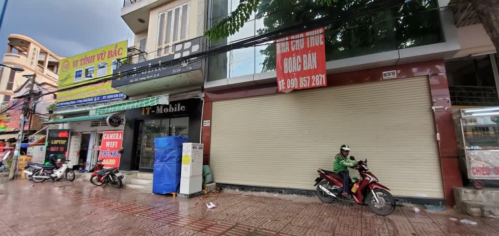 Mọt mặt bằng cho thuê hoặc bán ở đường Trường Chinh, quận 12. Ảnh: Cẩm Viên.