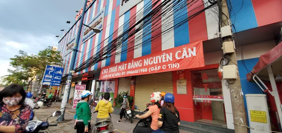 Cửa hàng Thiên Hòa, chi nhánh quận 12 trả mặt bằng. Ảnh: Cẩm Viên.