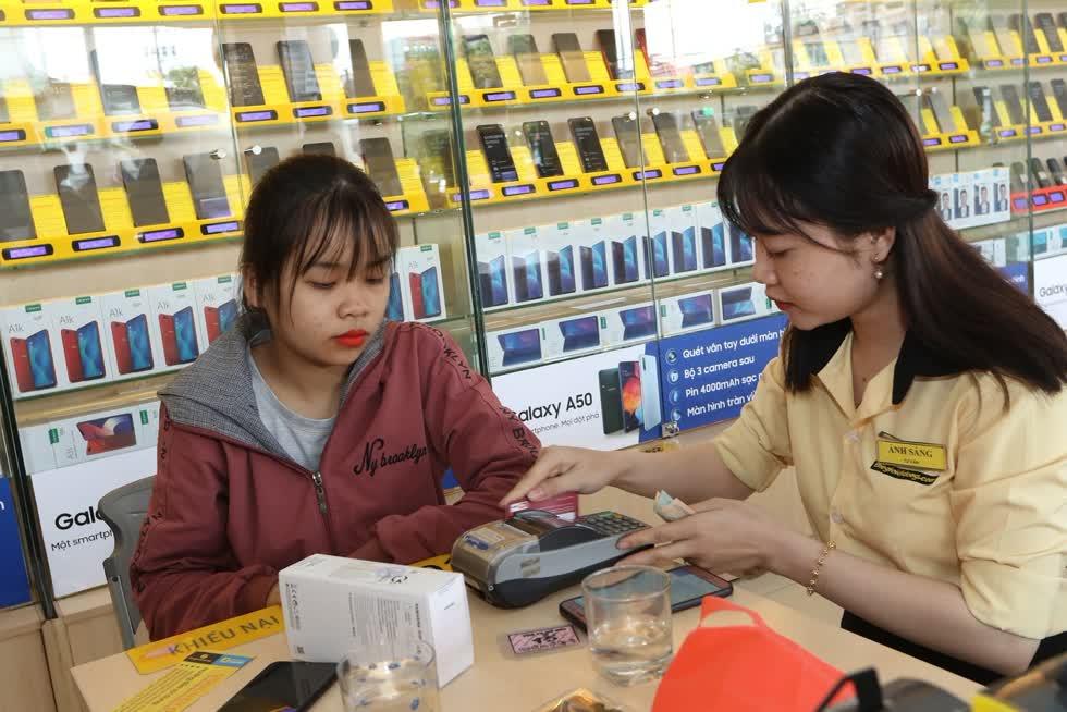 Doanh thu của MWG trong quý III/2020 giảm khi chi tiêu của khách hàng cho điện thoại, điện máy vẫn còn hạn chế. Ảnh: Techtimes
