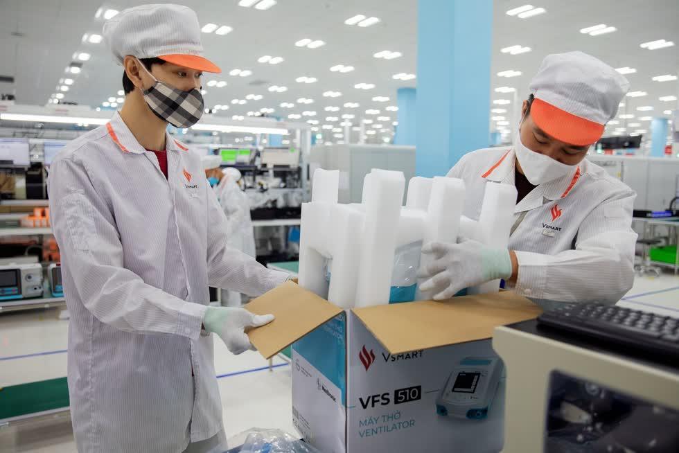 Tỉ phú Phạm Nhật Vượng đang muốn xuất khẩu nhiều máy thở. Ảnh: Bloomberg