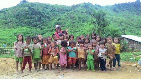 Trẻ em ở xã Trà Leng.
