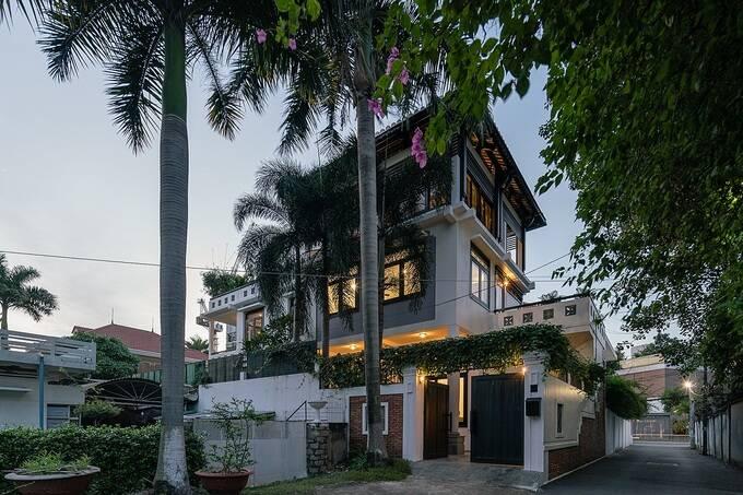 Thảo Điền Villa có diện tích lên tới 300m2, nằm tại một con hẻm ở quận 2, thành phố Hồ Chí Minh.