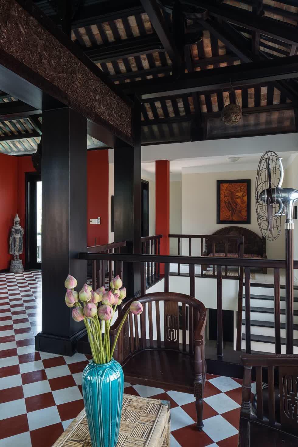 Không chỉ là nơi làm việc, tầng 3 còn là không gian mà gia chủ tiếp khách hoặc thả mình thư giãn, ngắm cảnh.