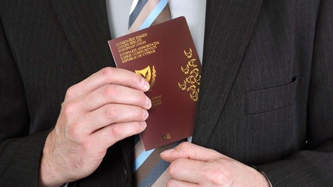 Từ 1/11, chương trình dùng tiền mua quốc tịch của Cyprus sẽ bị tạm dừng. Ảnh:AP.