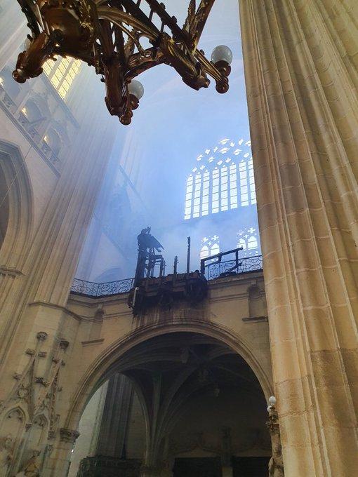 Hình ảnh bên trong nhà thờSaint Pierre và Saint Paul ở Nantes.