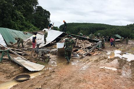 Nhiều ngôi nhà bị phá hủy do mưa lũ. Ảnh minh họa