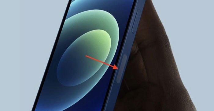 Chi tiết lạ nằm ở cạnh bên của iPhone 12 thực chất là vị trí antenna 5G. Ảnh: Apple.
