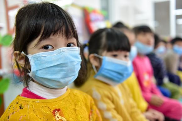 Phó Thủ tướng Vũ Đức Đam nhấn mạnh không cần siết chặt công tác phòng chống dịch bệnh hơn nữa để đề phòng đợt COVID-19 mới vào mùa đông. Ảnh: SGGP.