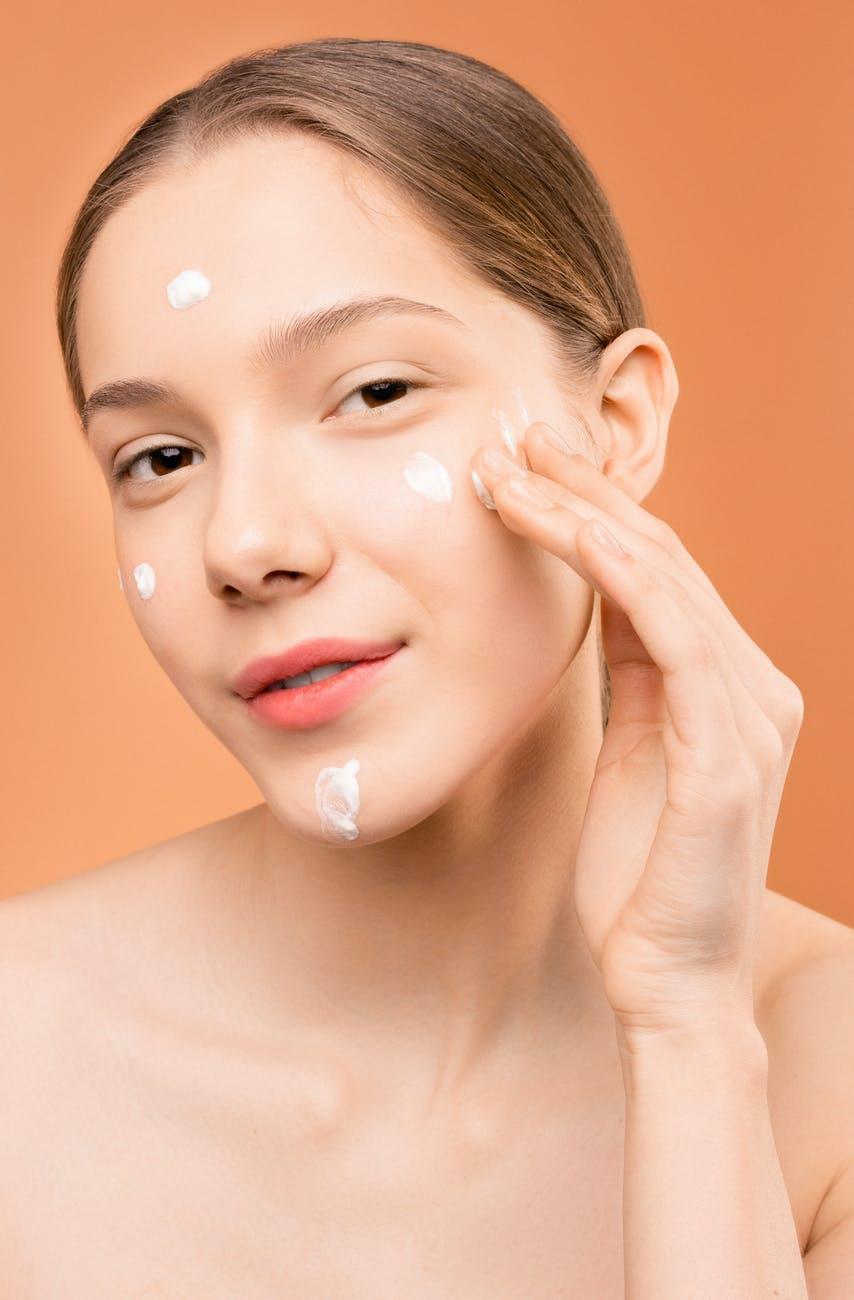 BB Cream có khả năng tích hợp ưu điểm của nhiều loại sản phẩm làm đẹp khác. Ảnh: Pexels.