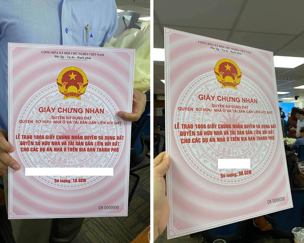 1.000 sổ hồng được Sở TN-MT TP.HCM trao cho 16 dự án nhà ở chiều 15/9. Ảnh: ĐS