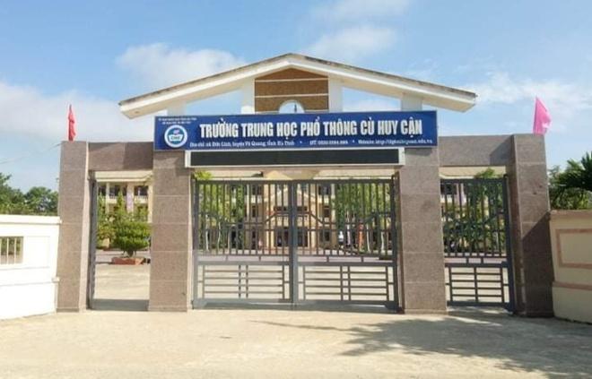 Trường THPT Cù Huy Cận có 5 học sinh phúc khảo điểm, 4 em có điểm tăng cao. Ảnh: Zing.vn