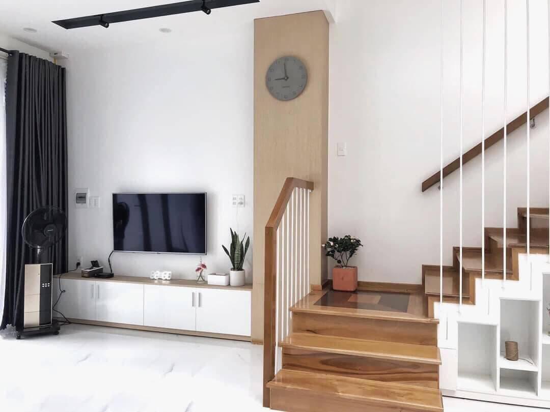Một góc ở phòng khách. Cây cối được đặt đan xen với mật độ vừa phải, giúp thanh lọc không khí và làm đẹp thêm cho không gian.