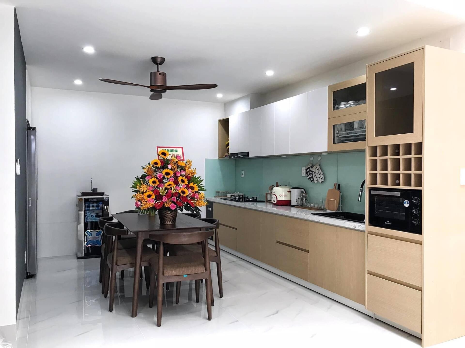 Phòng bếp và phòng ăn thoáng đãng, rộng rãi