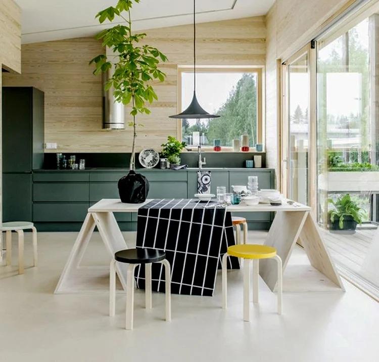 Theo phong thủy bếp, ánh sáng thiên nhiên là tinh túy của đất trời, giúp cho bếp trở nên thoáng đãng hơn.