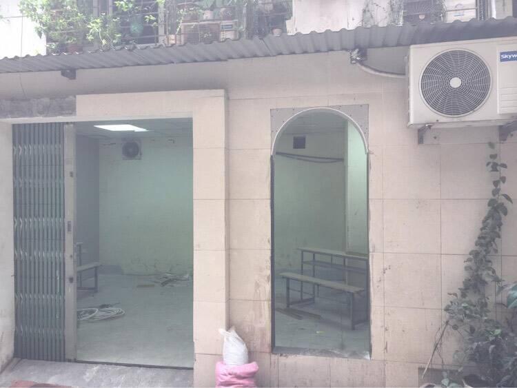 Phòng trưng bày tranh gốm mosaic đầy nghệ thuật của anh Ngô Duy Cường, được cải tạo lại từ căn hộ tập thể cũ 20m2.