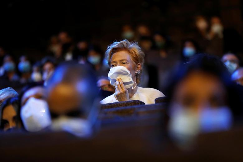 Diễn viên Tilda Swinton xuất hiện trong lễ khai mạc Liên hoan phim Venice.Ảnh:Reuters.