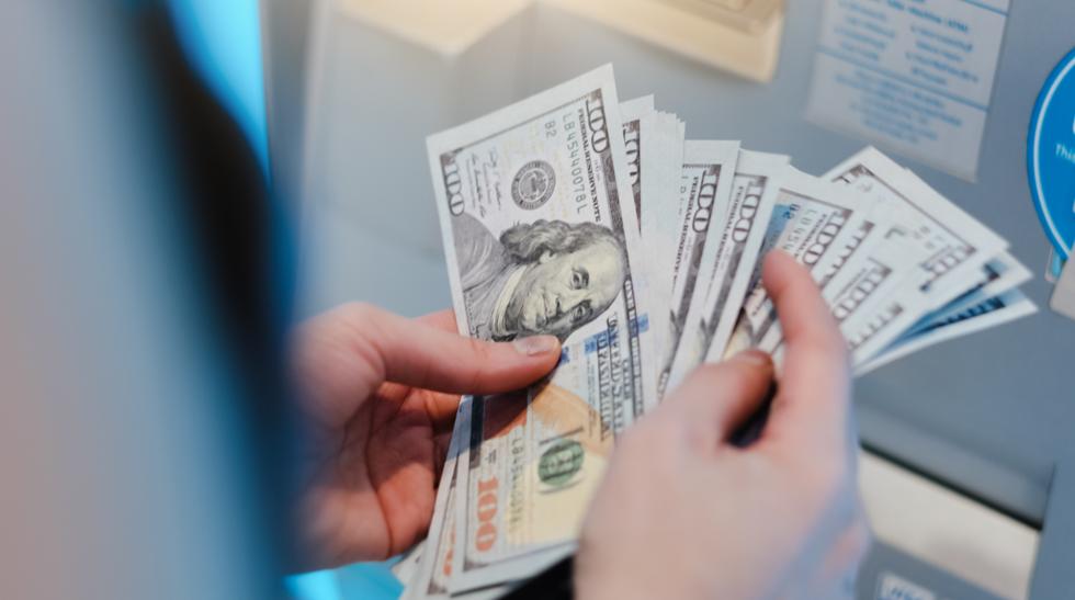 Nhiều nhà đầu tư giàu nhất Mỹ chọn cách giữ tiền mặt trong giai đoạn này. Ảnh: Dispatch